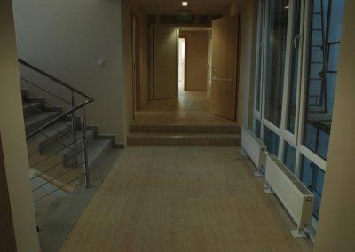 Irodai álpadló laminált burk. lépcsővel