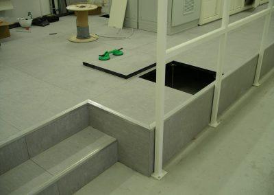 Kapcsolótéri álp. lépcsővel oldallezárással korláttal 2