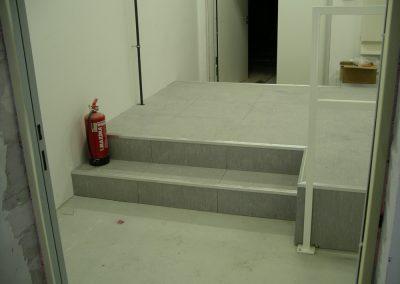 Kapcsolótéri álp. lépcsővel oldallezárással korláttal 3