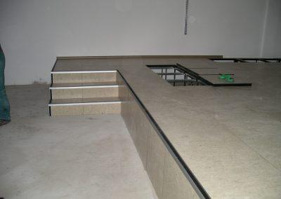 Lépcső álpadlóból oldallezárással